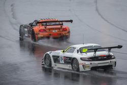 #888 Triple 888 Racing 宝马 Z4: 约迪·弗思, 瓦伦·休斯, 亚历山大·西姆斯 和 #84 HTP Motorsport 梅赛德斯 SLS AMG GT3: 哈罗德·普里马, 尼科·韦尔东克, 伯纳德·施奈德