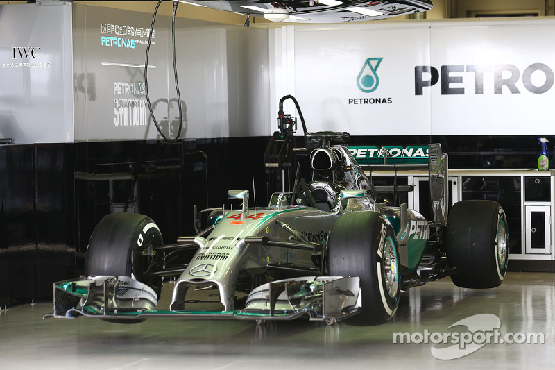 La Mercedes AMG F1 W05 di Lewis Hamilton, Mercedes AMG F1 ai box
