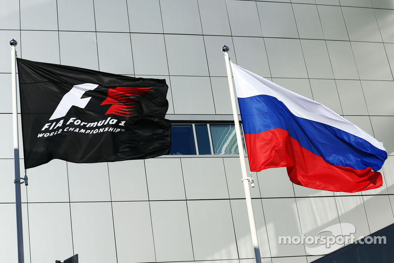 F1 and Russian flags