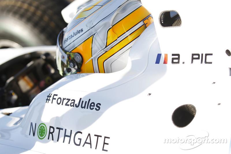 #ForzaJules en el auto de Arthur Pic