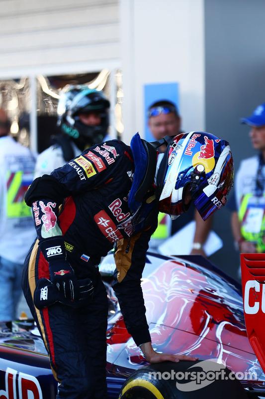 Daniil Kvyat, Scuderia Toro Rosso STR9 kapalı parkta