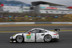 #91 Porsche Team Manthey Porsche 911 RSR: Richard Lietz, Jörg Bergmeister, Nick Tandy