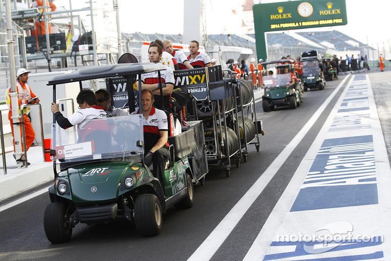 El equipo ART llegar en los pits