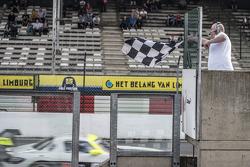 #84 HTP Motorsport Mercedes SLS AMG GT3: Maximilian Götz, Maximilian Buhk takes the win