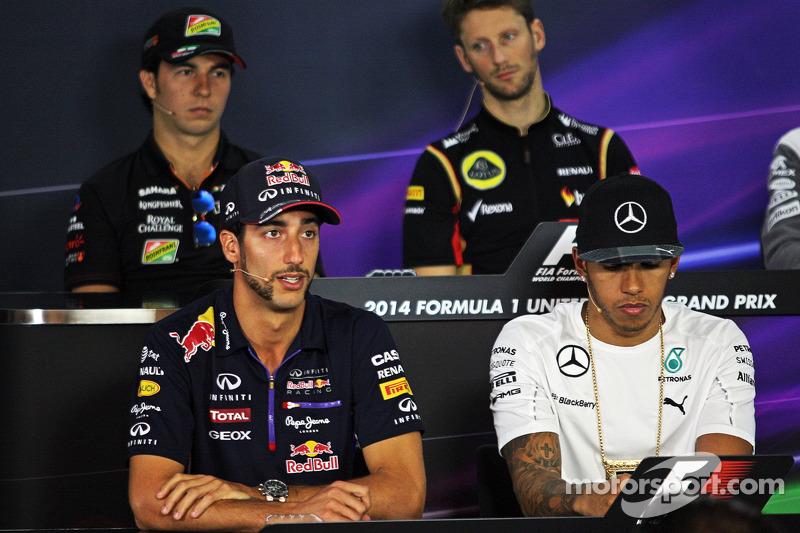 (L to R): Daniel Ricciardo, Red Bull Racing and Lewis Hamilton, Mercedes AMG F1 in the FIA Press Con