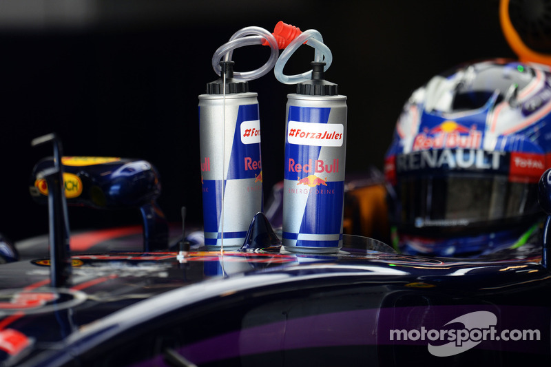 Daniel Ricciardo, Red Bull Racing RB10 with tributes to Jules Bianchi on his drinks bottles
