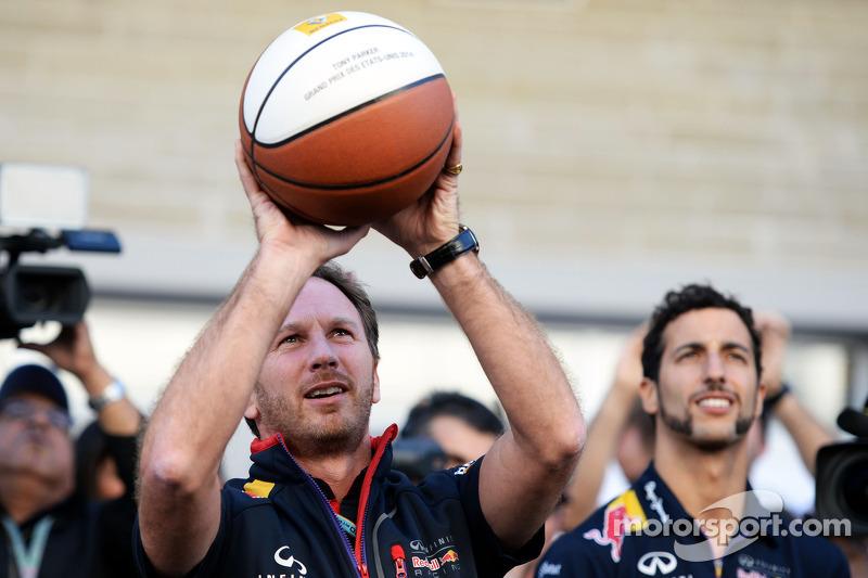 Christian Horner, Red Bull Racing Takım Patronu ve Daniel Ricciardo, Red Bull Racing basketbol yeten