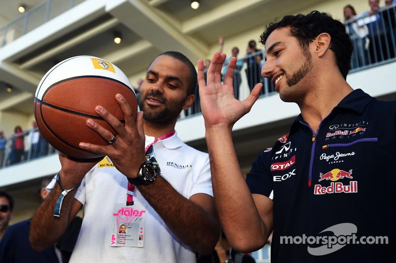Daniel Ricciardo, Red Bull Racing, practices his basketball skills with Tony Parker, NBA Basketball