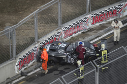 #76 BMW Sports Trophy Team Schubert BMW Z4: Jens Klingmann, Dominik Baumann crash