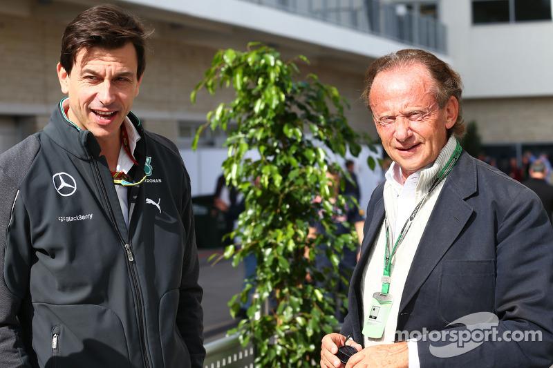 Toto Wolff, Mercedes AMG F1 Socio e Direttore Esecutivo (Sinistra)