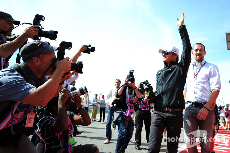 Nico Rosberg, da Mercedes AMG F1, no desfile de pilotos