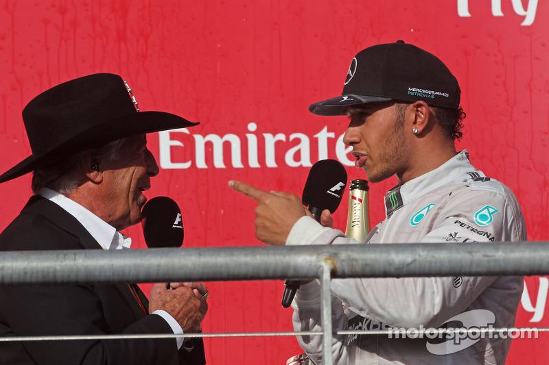 Lewis Hamilton, Mercedes AMG F1 pide una gorra a Mario Andretti, Embajador deicial del Circuit de de Americas