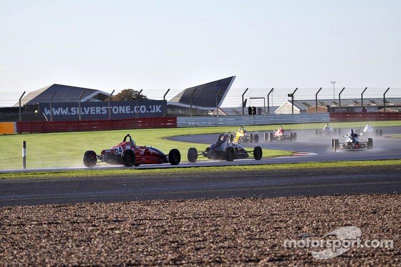 Formula Fords sul bagnato