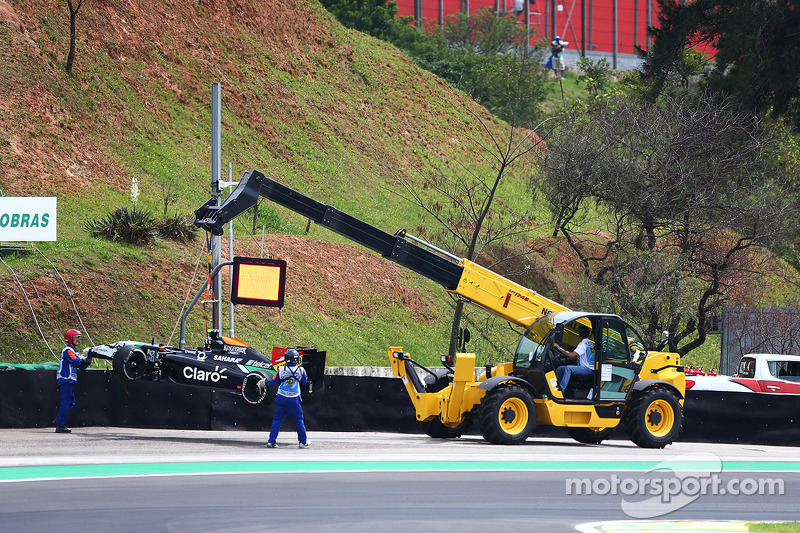 Daniel Juncadella, Sahara Force India F1 VJM07 Test and Reserve Driver crashes in the first practice