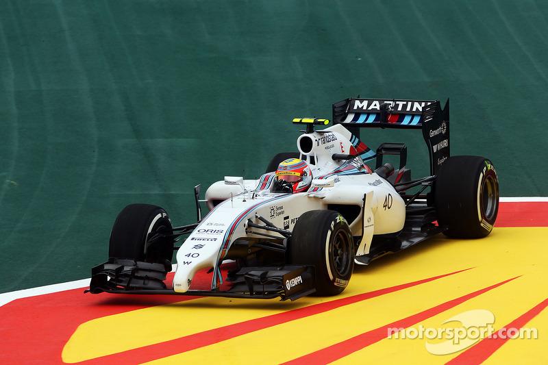 Felipe Nasr, Williams FW36 Test and Reserve Driver runs wide