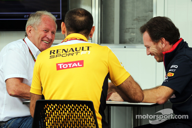 Dr Helmut Marko, Red Bull Motorsport Consultant with Cyril Abiteboul, Renault Sport F1 Managing Dire