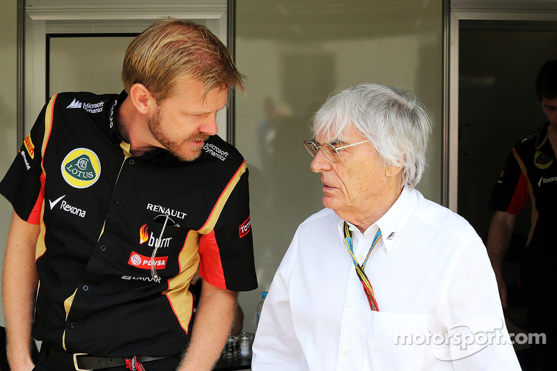 Andy Stobart, jefe de prensa del Lotus F1 Team, con Bernie Ecclestone (GBR)