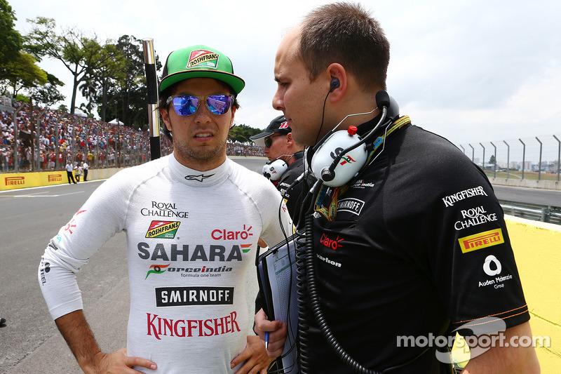 Sergio Perez, Sahara Force India F1, con Gianpiero Lambiase, Ingegnere Sahara Force India F1, in griglia