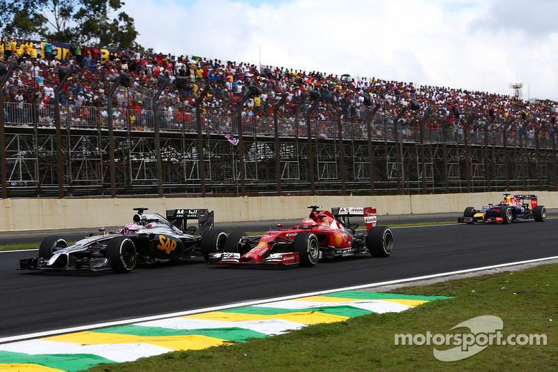Jenson Button, McLaren MP4-29 y Kimi Raikkonen
