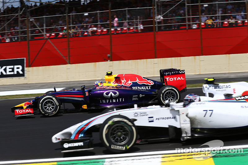Daniel Ricciardo, Red Bull Racing RB10 ve Valtteri Bottas, Williams FW36