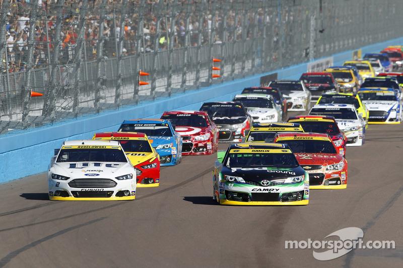Comienzo: Denny  Hamlen, Joe Gibbs Racing Toyota  lidera a
