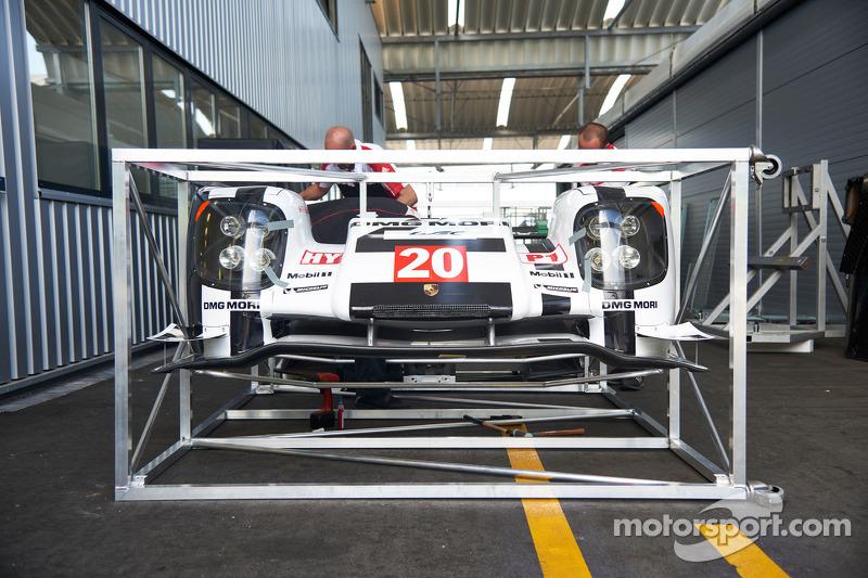 Porsche equipamento sendo transportado para o Bahrain