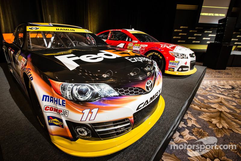 Şampiyona yarışmacıları Basın konferansı: Denny Hamlin'in aracı, Joe Gibbs Racing Toyota ve Kevin Ha