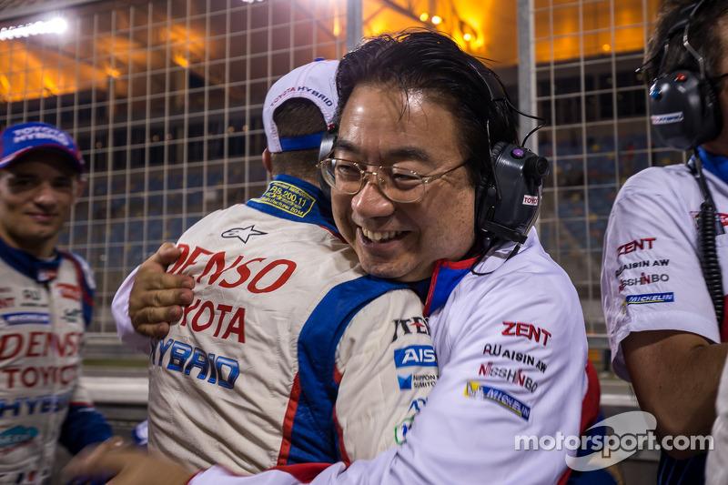 El presidente del Toyota Racing team, yoshiaki Kenoshita celebra el campeonato de WEC 2014 y la victoria en las 6 Horas de Bahraen