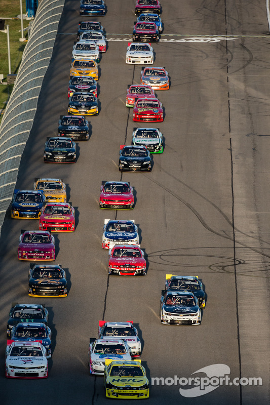 Largada: Brad Keselowski e Kyle Larson lideram grid