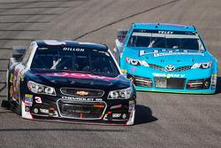 Austin Dillon, Richard Childress Racing Chevrolet et Ryan Truex, BK Racing Toyota