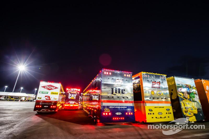 Autotrasportatori si fanno strada nella zona garage