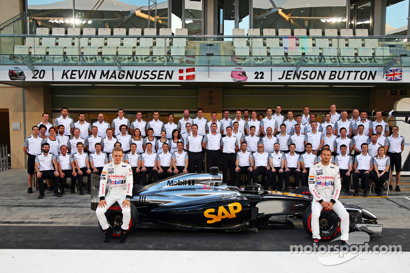 (L to R): Kevin Magnussen, McLaren and team mate Jenson Button, McLaren at a team photograph