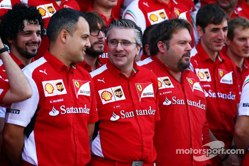 Pat Fry, Director ténico de Ferrari y jefe del Race Engeneereng en la foto del equipo