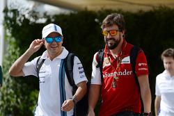 (Da sinistra a destra): Felipe Massa, Williams con Fernando Alonso, Ferrari