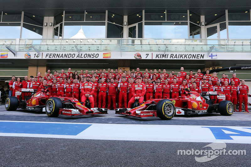 (I a D): Fernando Alonso, Ferrari, y su compañero de equipo, Kimi Raikkonen, Ferrari, en a foto de