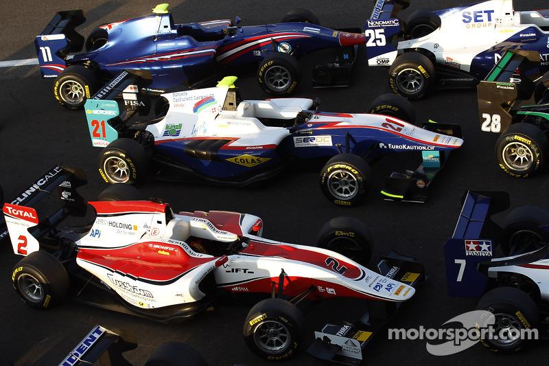 GP3 araçları kapalı parkta