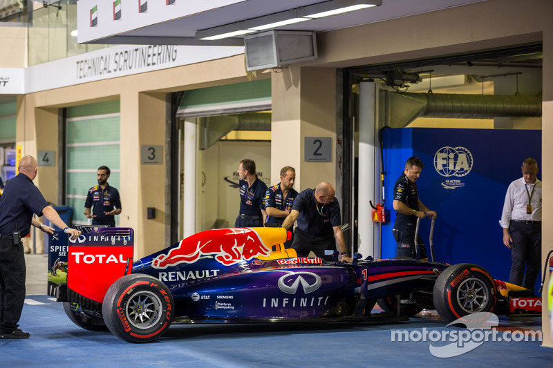 La Red Bull Racing RB10 di Sebastian Vettel, Red Bull Racing viene portata alle verifiche