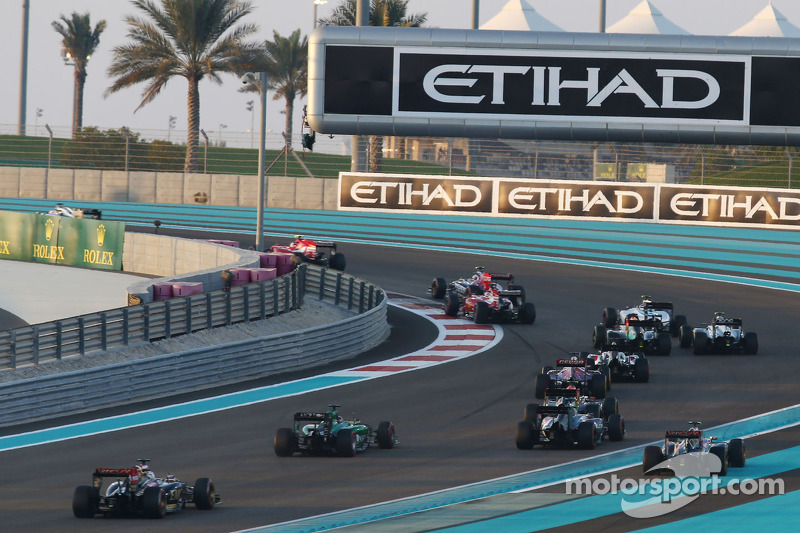 Partenza: Lewis Hamilton,  Mercedes AMG F1 W05 al comando