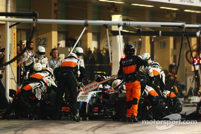 Sergio Pérez, Sahara Force India F1 VJM07 entra a los pits