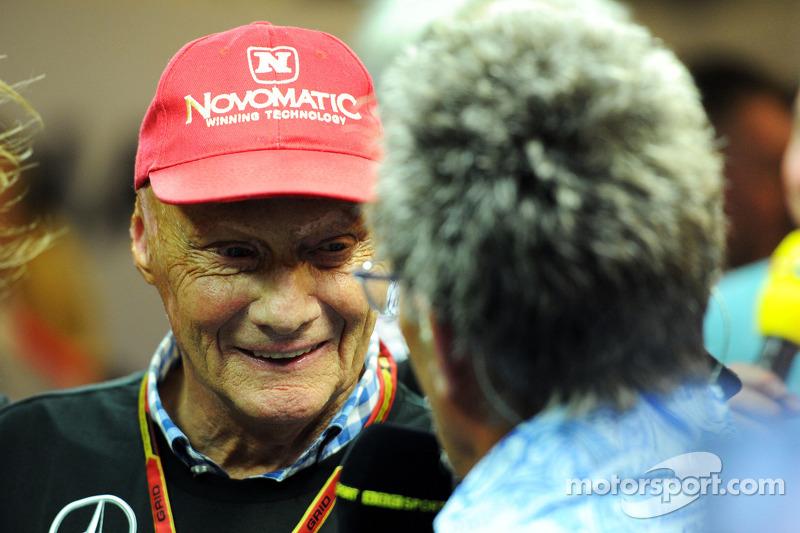 (L to R): Niki Lauda, Mercedes Non-Executive Chairman with Eddie Jordan, BBC Television Pundit