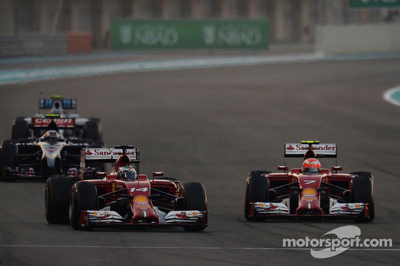 Fernando Alonso, Ferrari F14-T ve takım arkadaşı Kimi Raikkonen, Ferrari F14-T pozisyon için mücadel