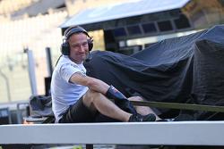The McLaren MP4-29H de Stoffel Vandoorne, McLaren piloto de teste e reserva é recolhida de volta aos