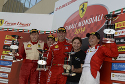Ferrari Challenge Europe 1. yarış podyumu - Coppa Shell: Kazanan Massimiliano Bianchi, ikinci sıra Dirk Adamski