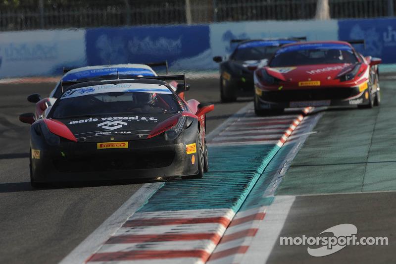 #27 Rossocorsa - Pellin Racing 法拉利 458: 亚历山德罗·韦佐尼