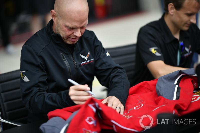 #63 Corvette Racing Chevrolet Corvette C7.R: Jan Magnussen, Antonio Garcia, sessione autografi