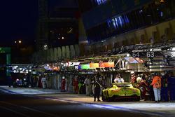 #95 Aston Martin Racing Aston Martin Vantage AMR: Marco Sorensen, Nicki Thiim, Darren Turner, au stand