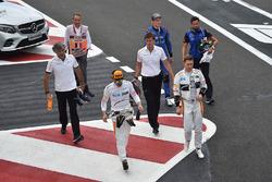 Fernando Alonso, McLaren, Stoffel Vandoorne, McLaren et Brendon Hartley, Scuderia Toro Rosso reviennent en marchant
