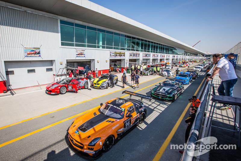 #96 Mike Racing,梅赛德斯SLS AMG GT3: Michael Chua, Joseph Chua, Rick Cheang leads cars on pitlane