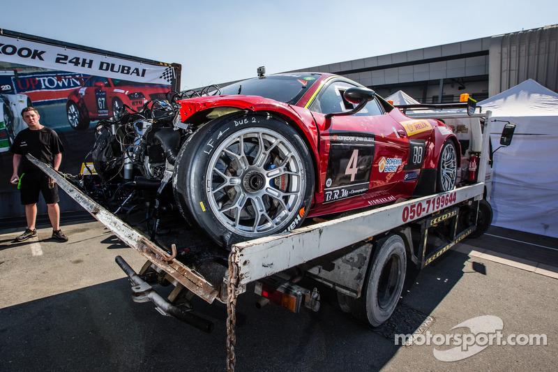 #4 Scuderia Praha Ferrari 458 Italia GT3 setelah mengalami kecelakaan berat