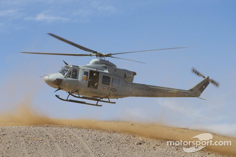 Un elicottero decolla